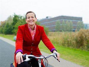 usuaria de bicicleta holanda